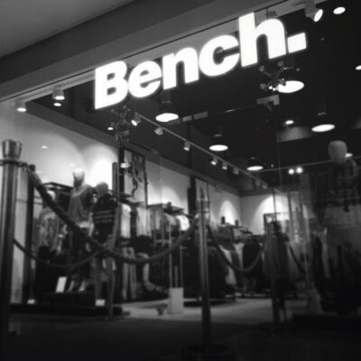 Rimless lettering for Bench in a shopping centre